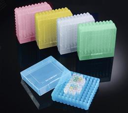 """PP krabičky 2"""" s mřížkou a 10 x 10 ks kryozkumavek (5ks)"""